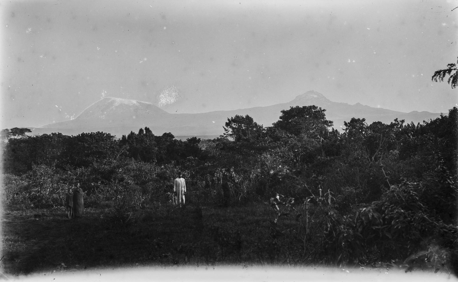 98. Вид на Килиманджаро в облаках