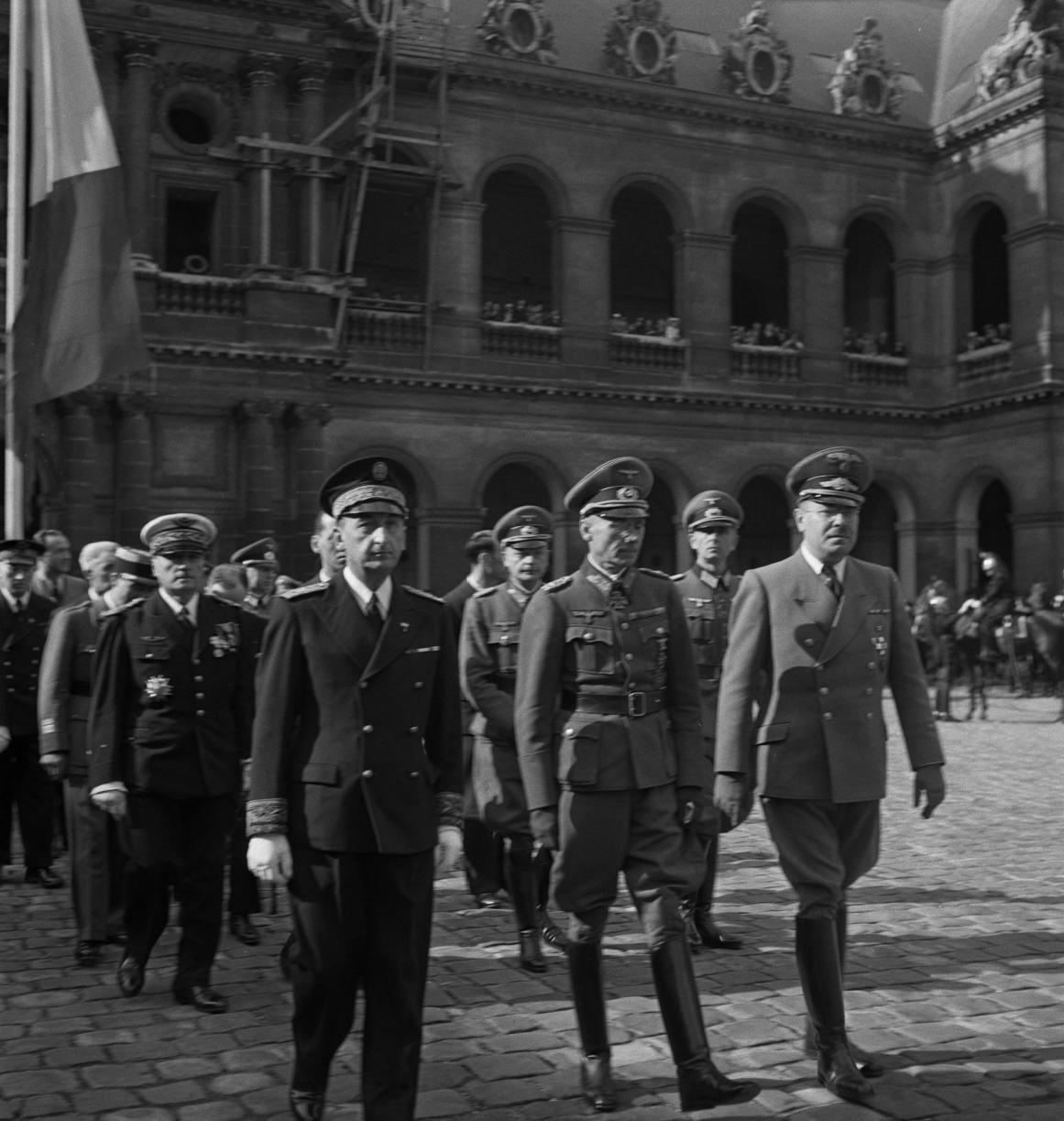 07. Выход из церкви французских и немецких гражданских и военных деятелей