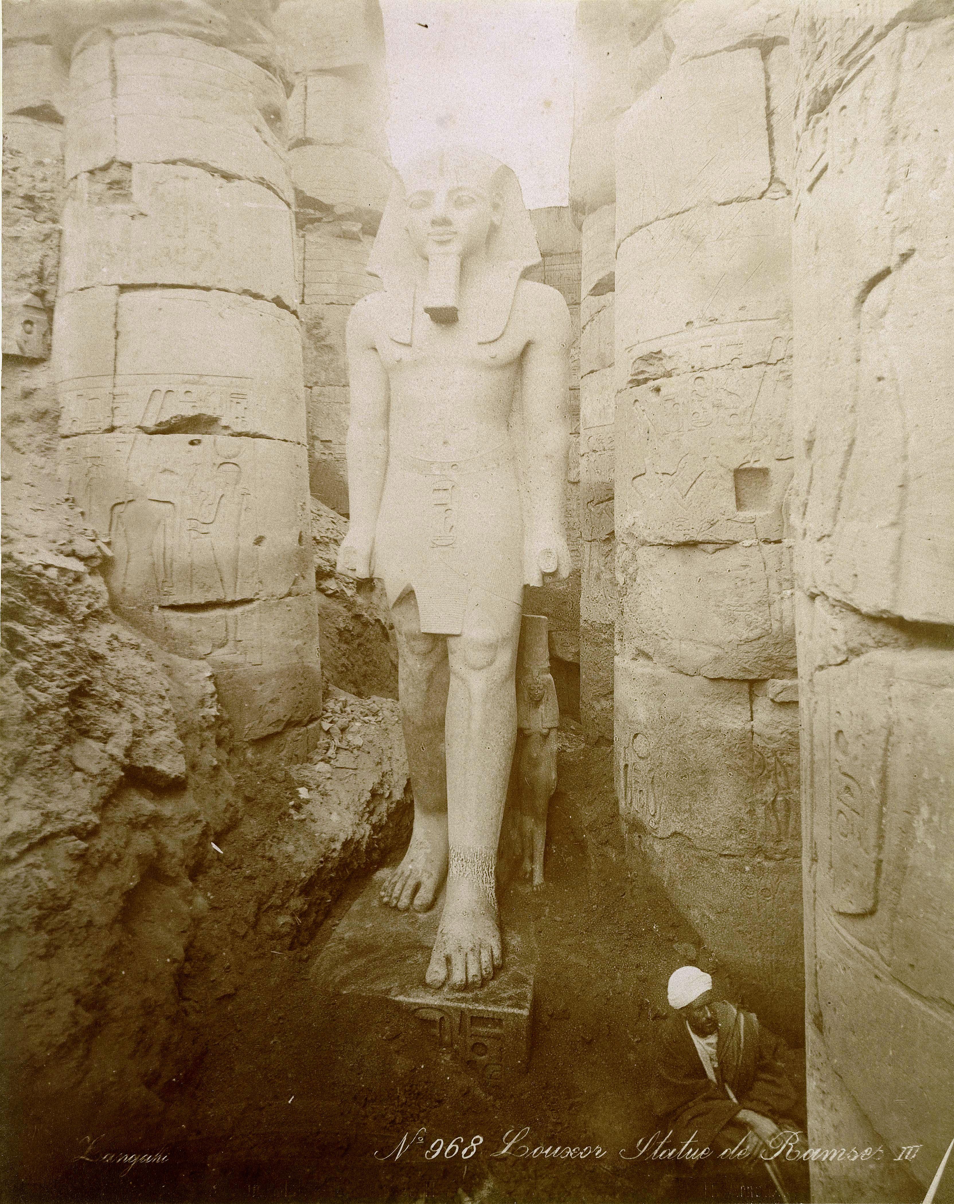 Луксор. Статуя Рамсеса III в храме