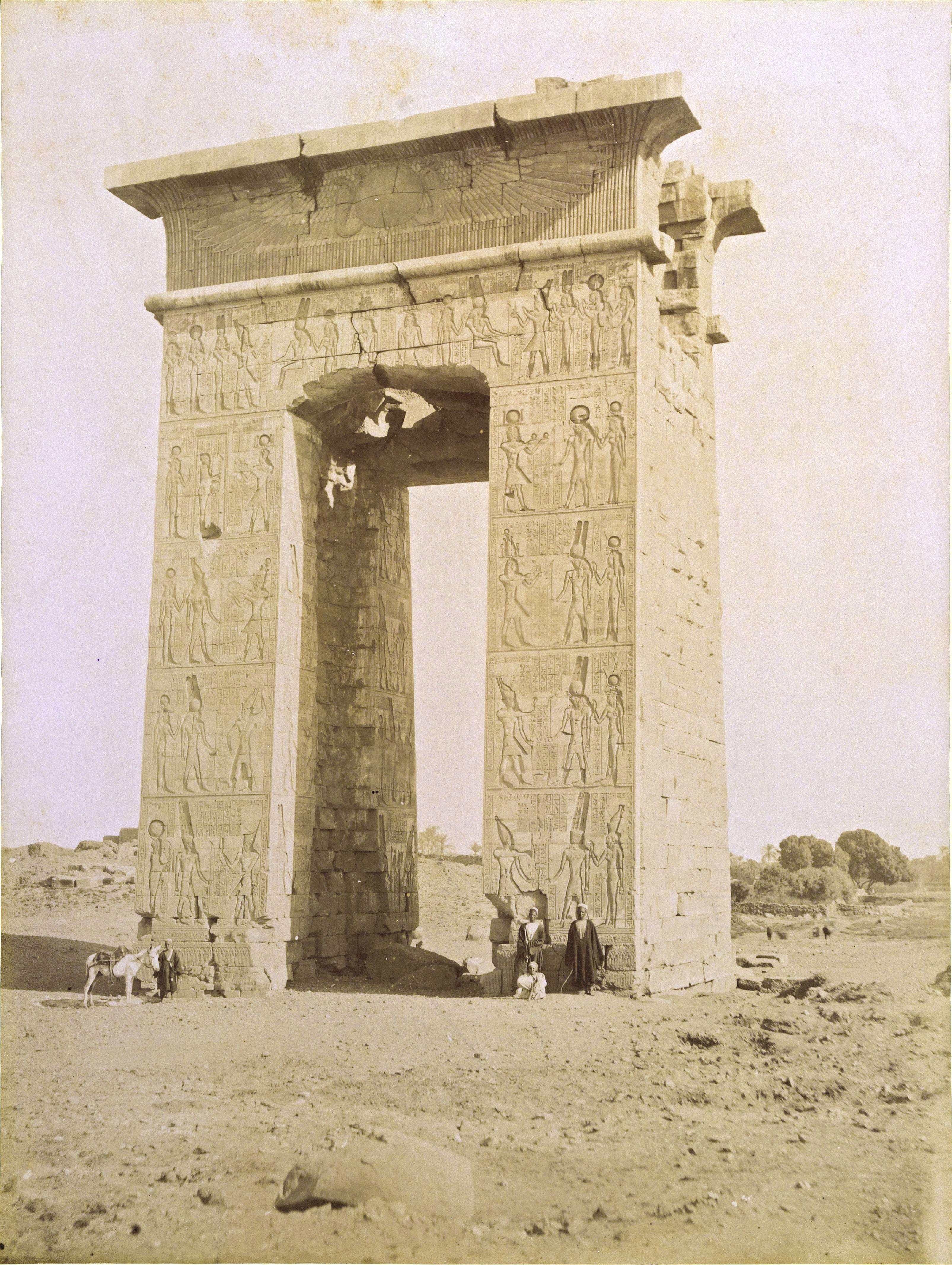 Карнак. Ворота Нектанеба I