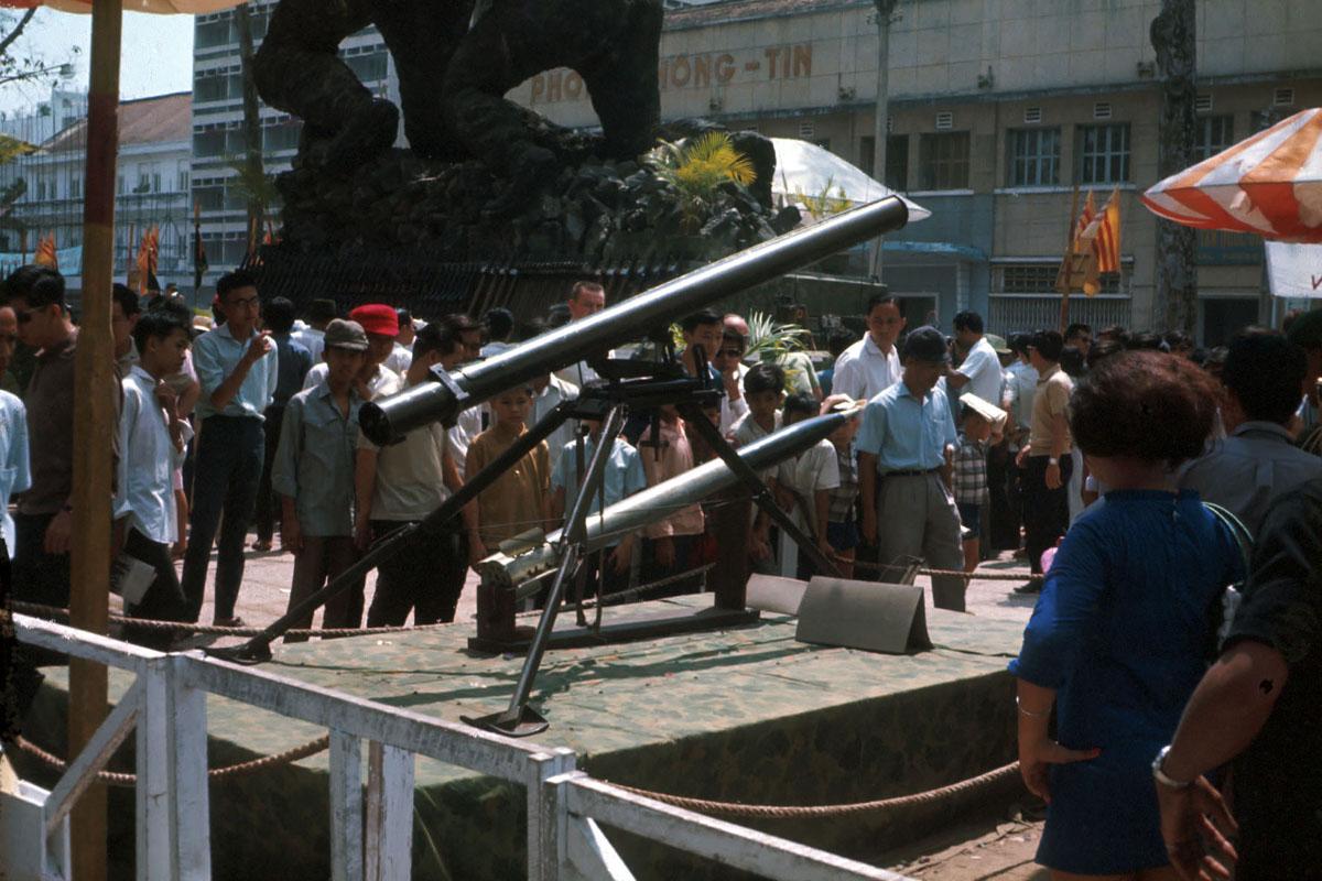 Захваченное у коммунистов оружие
