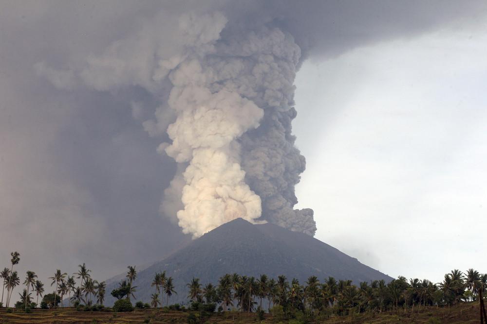СказочноеБали засыпает вулканическим пеплом