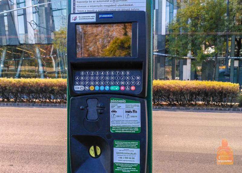 Паркомат на парковке в Варошлигет