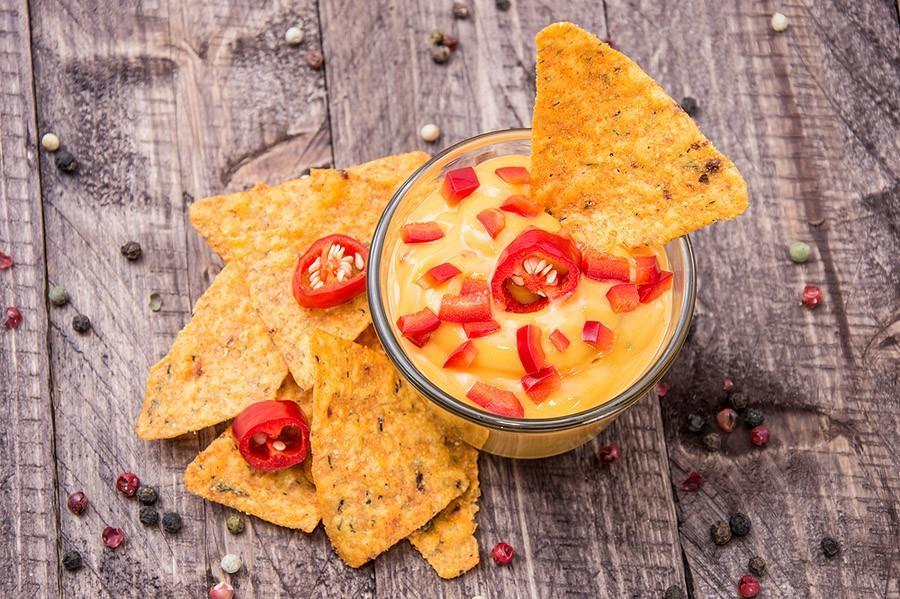 6. Выбирайте сыр, который натуральным образом содержит меньше жира, но все же богат запахом и вкусом