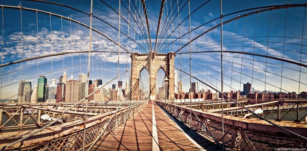 Дальше мы пошли на Бруклинский мост, с него отличный вид на Манхэттен, а под ним по воскресеньям в р