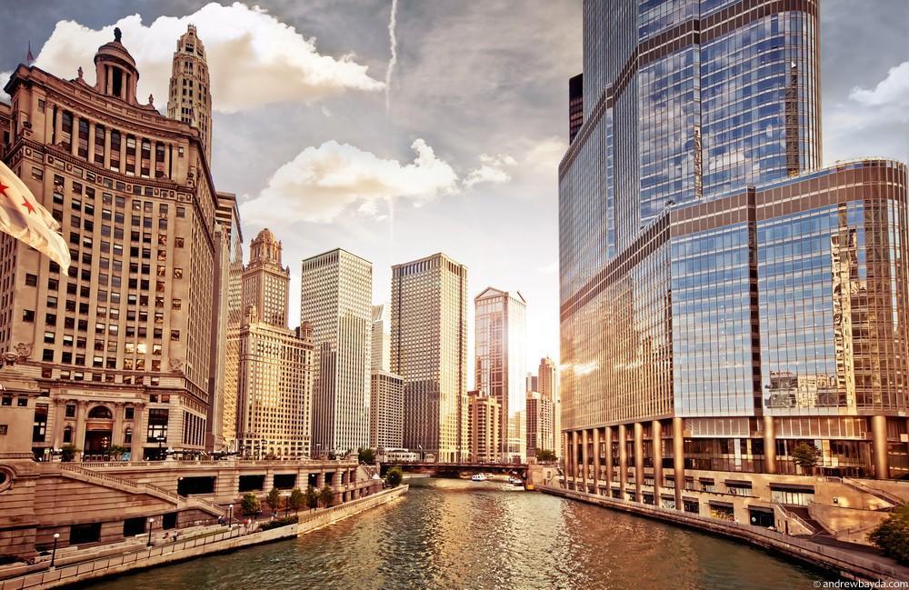 Вообще, это очень жесткий, красивый город. Ровные линии, стекло и бетон. Если бы фашисты прилетели н