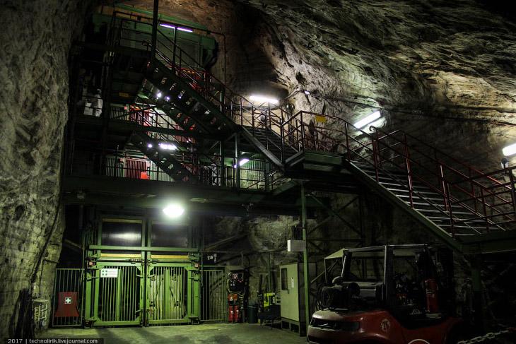 Фотографии и текст technolirik   1. На фото — главный копер шахты, опускающий лифт на глубину в