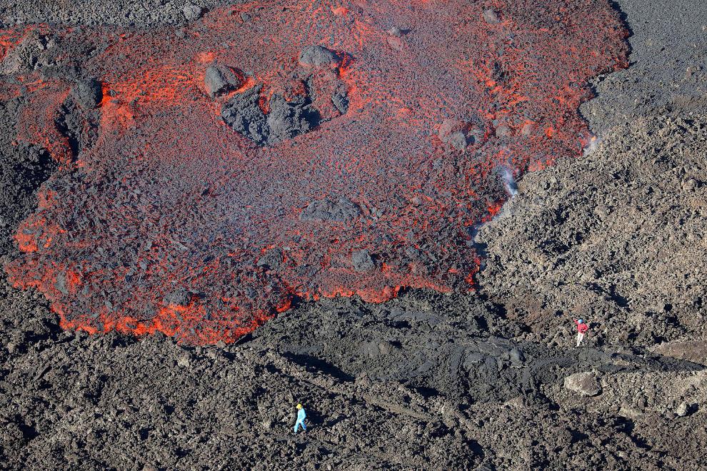 8. Это Богослов — вулкан, расположенный на одноимённом необитаемом острове, относящемуся к Алеутским