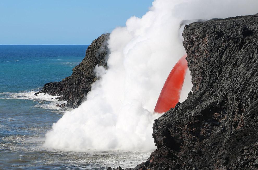 13. Высота Килауэа — 1247 м над уровнем моря, его основание уходит на дно Тихого океана, поэтому отн