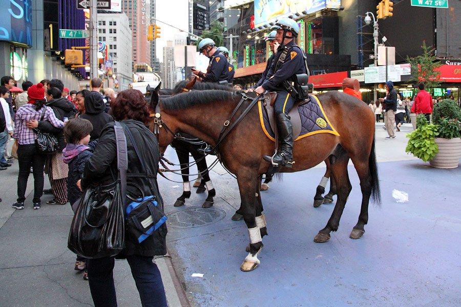 Популярность Таймс-сквер имеет обратную сторону —  стихийный рынок  по выходным на со