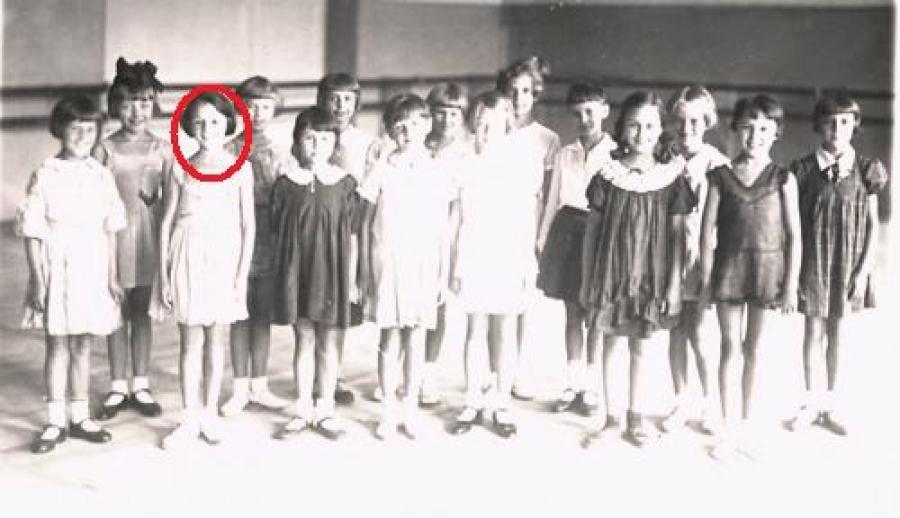 Виолетта Бовт   Родилась 9 мая в Лос-Анджелесе, а в 1930-х годах ее отец-коммун