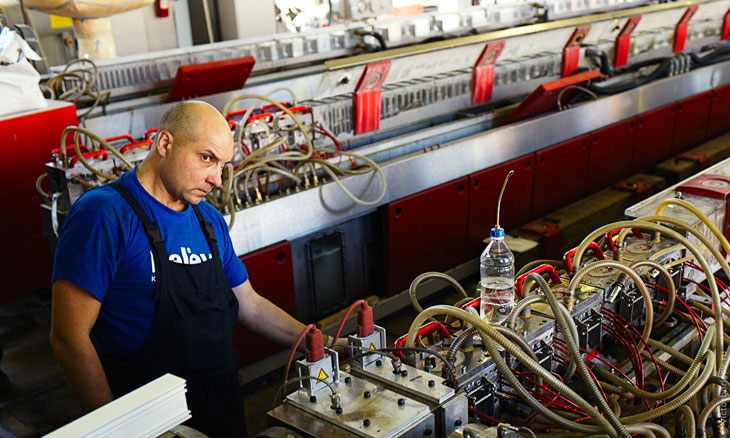 Экструзионная линия  состоит из нескольких компонентов: экструдер, калибрационный ст