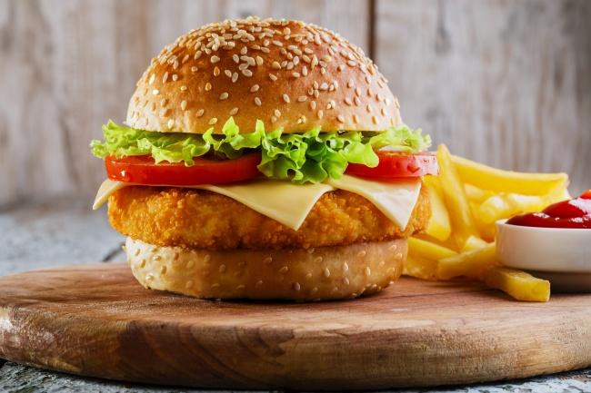 © depositphotos     Выбирая бургер, старайтесь отдать предпочтение варианту, где мясо про