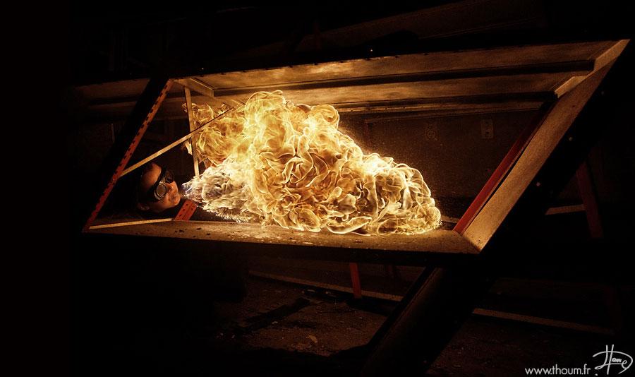 Температура пламени в горящей сигарете — около 700-800°С, в спичке — 750-850 °С.