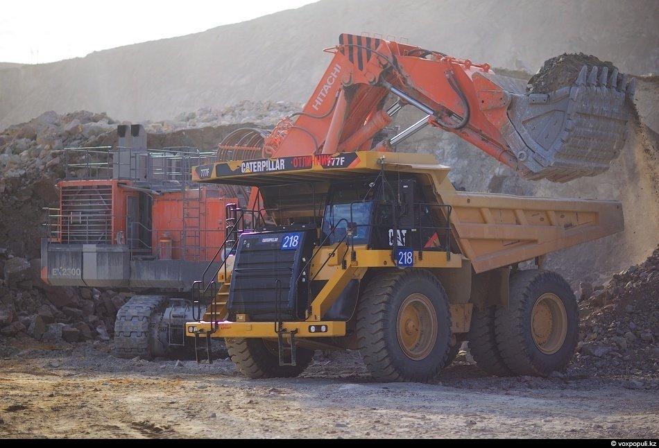 Проектная производительность — 8 миллионов тонн руды в год. Пока добывают — 6.  На одну тонну