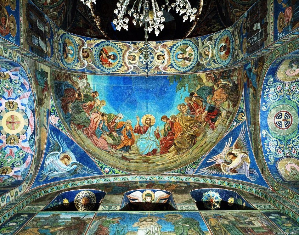 Легенда появилась как слухи о том, что собор защищен от разрушения символами равносторонних крестов