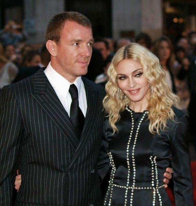 Одна из ярких пар, которая прожила вместе 8 лет. Мадонна потребовала в брачном контракте у режиссёра