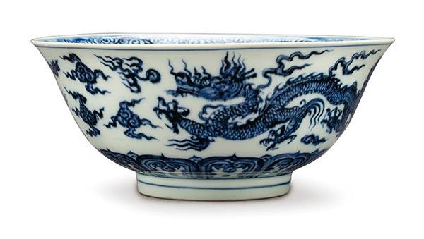 Китайские объекты включают цинхуа (кобальтовая синь) 15-го века, которая была выпущена для император