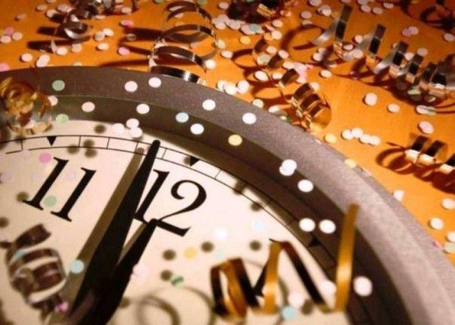 В первый день  Каждая хозяюшка уже 1 января начинает убирать все после