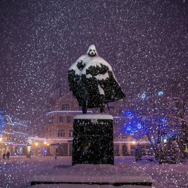 © unknown/imgur      25. Снег накрыше «закрутился»
