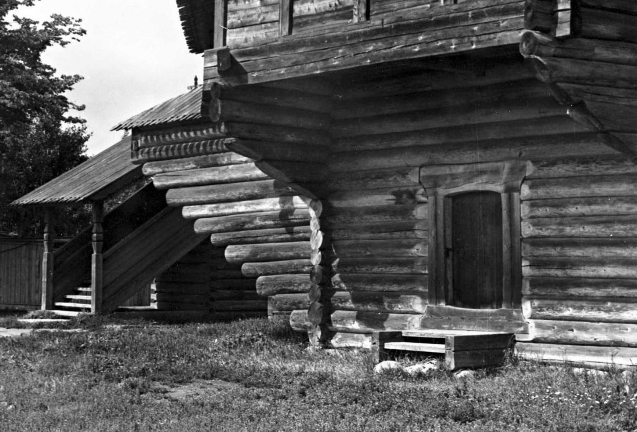 У русского народа брачную ночь долгое время именовали подклетом. Это связано с тем, что ложе молодых