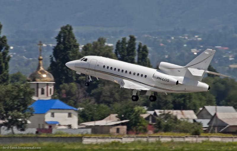 Dassault_Falcon_900B_PH-LCG_SolidAir_4_ALA_for1.JPG