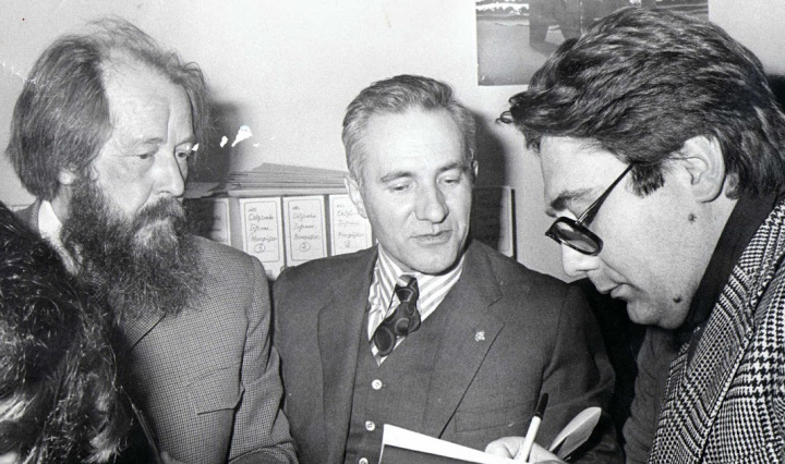 """Entrevista al premio Nobel ruso Alexander Solzhenitsyn en Televisión Española el 20 de marzo de 1976, programa """"Directísimo"""" de José María Iñigo."""