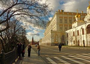 На Кремлевской набережной