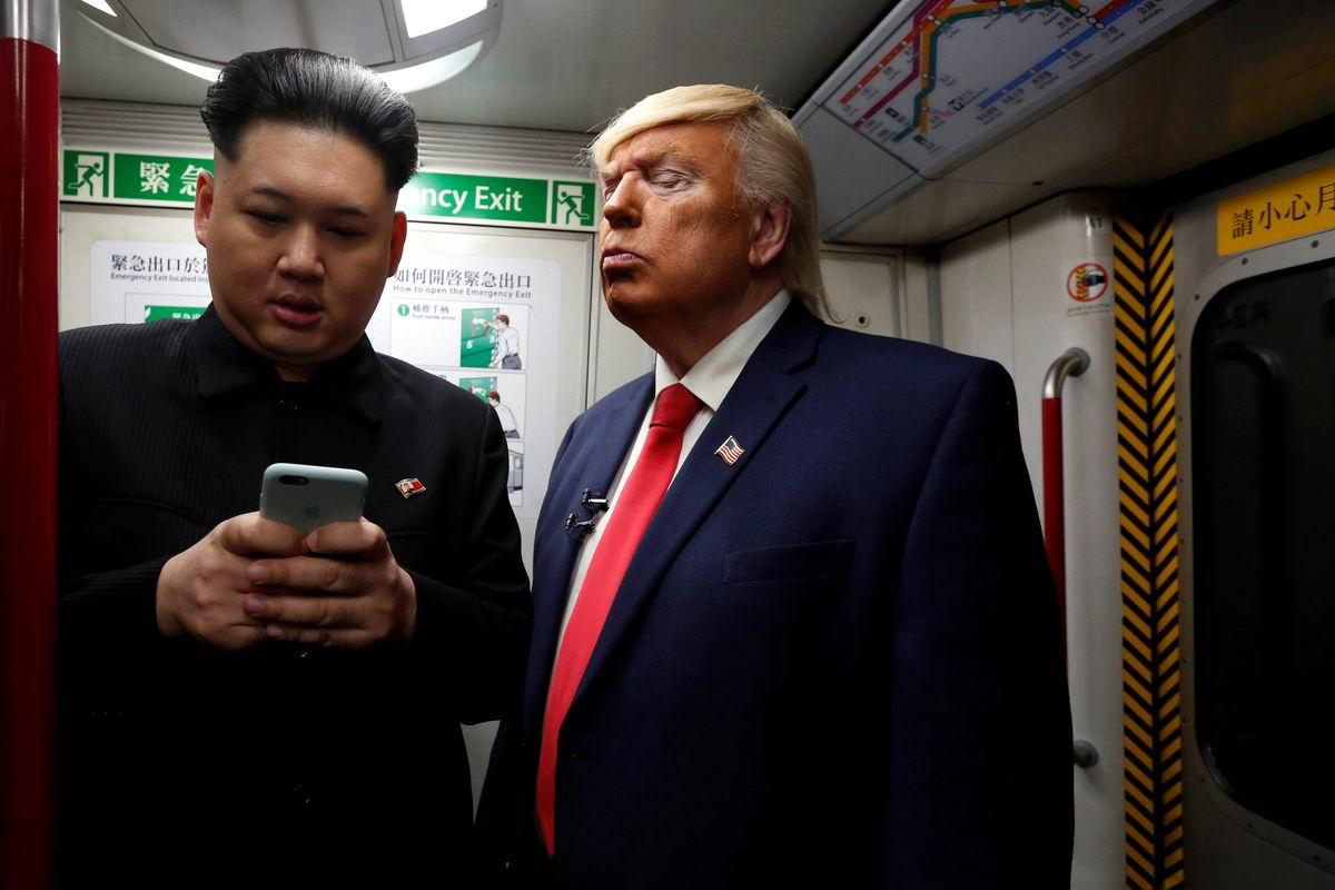 Давай покаж свою игрушку: Дональд Трамп с Ким Чен Ыном решили как-то проехаться в вагоне метро