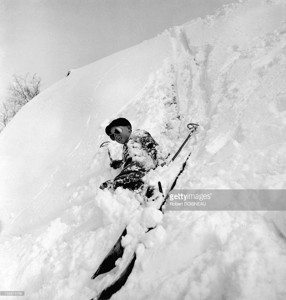 1936. Ребенок, упавший в снег. Межев