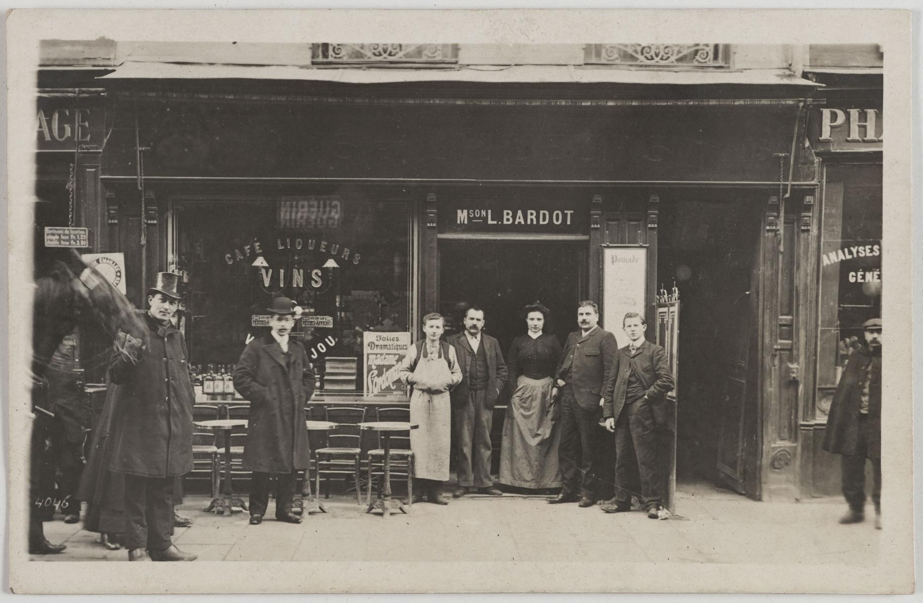 1905. Кафе, бильярд. Дом Л.Бардо, 15, rue du Faubourg St. Antoine (12-й округ).  Сейчас на этом месте ресторан Le Rempart