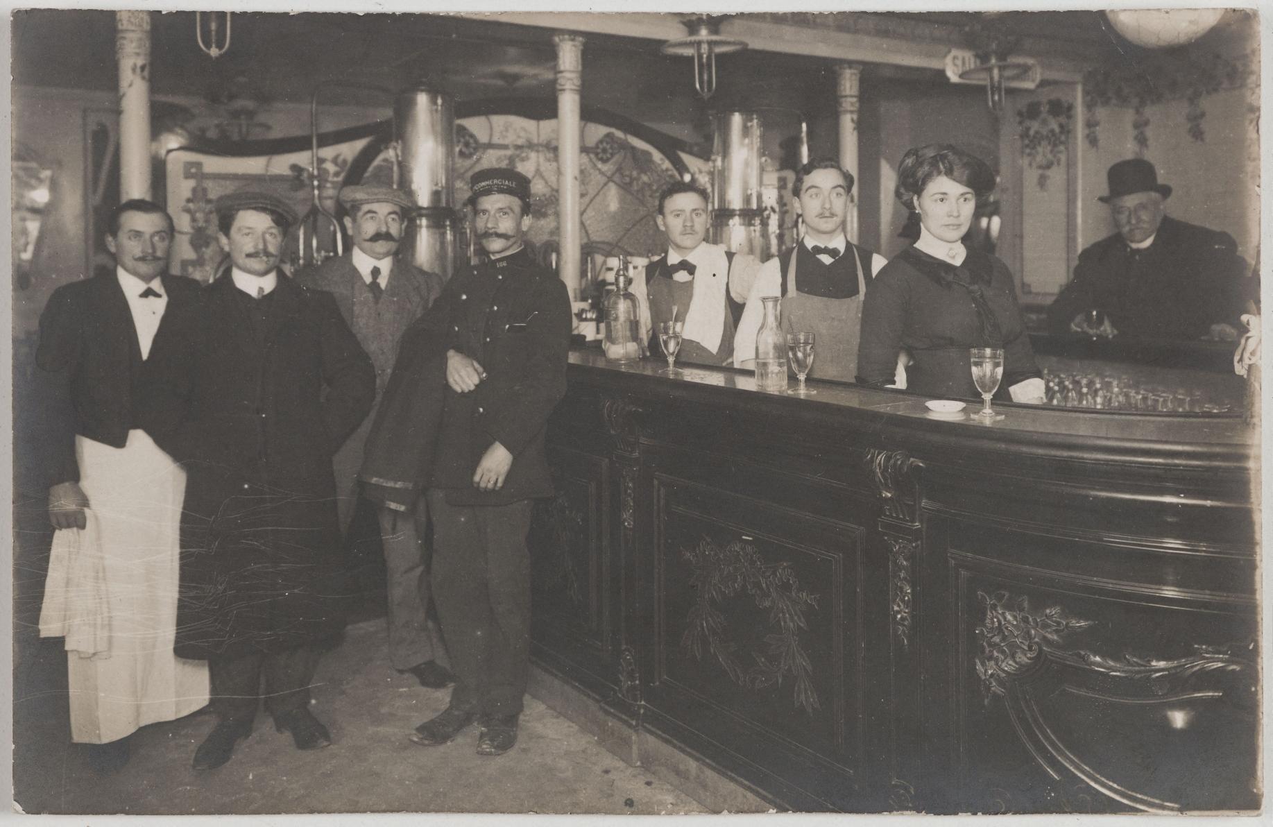 1900-1915. Кафе Бьар, 52 rue Richer (9-й округ). Сейчас на этом месте книжный магазин