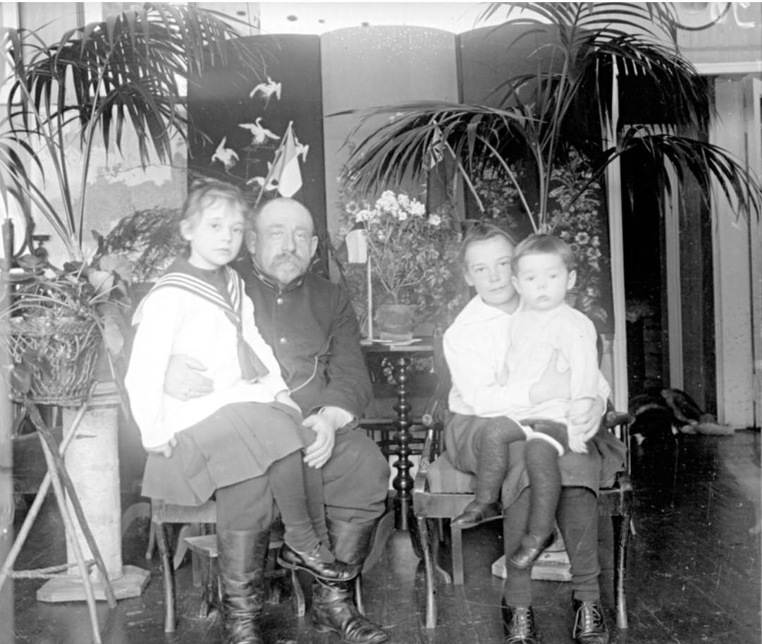 Семейный портрет Хомутовых
