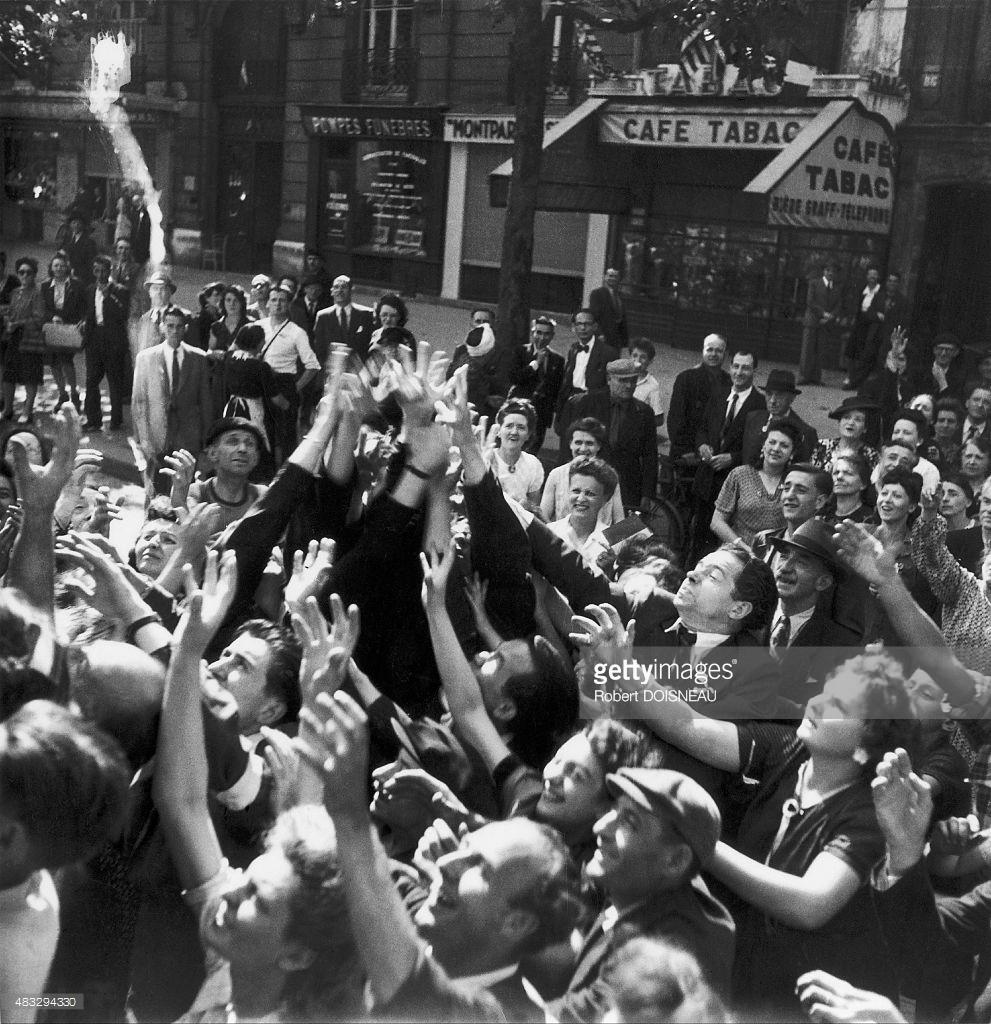 1944. Уличная сцена после освобождения Парижа
