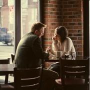 пара в кафе
