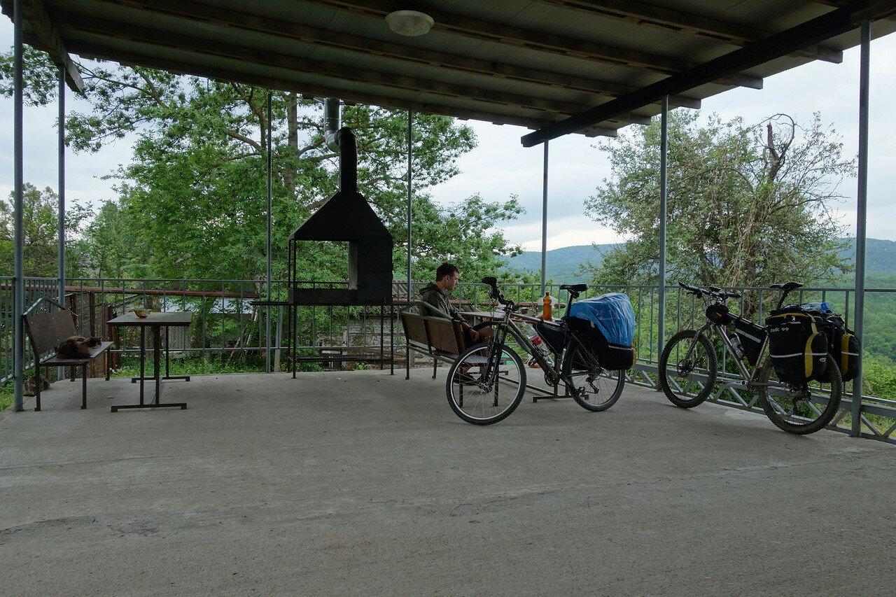 обед с видом на гряду и кошаков