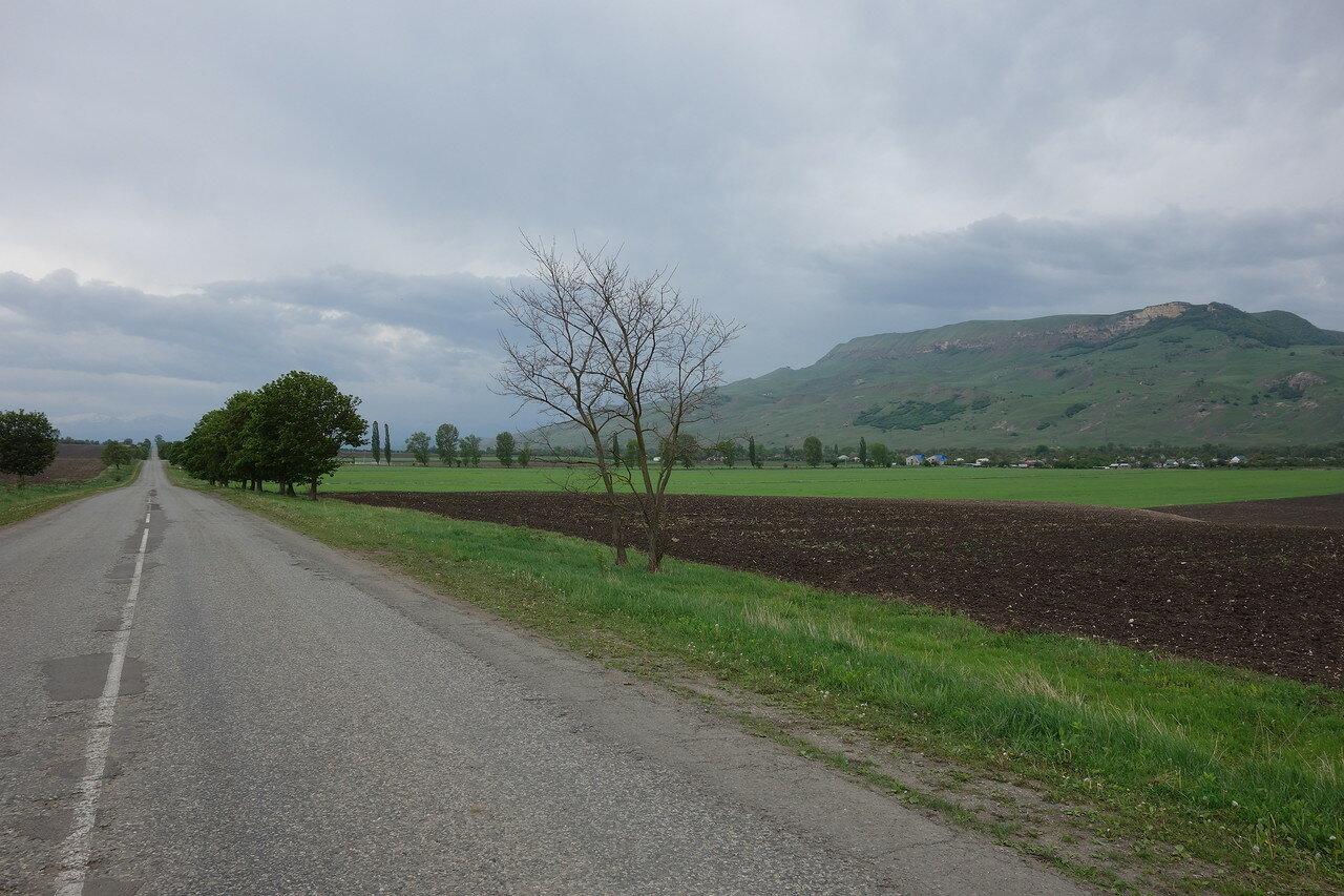 дорога вдоль хребта
