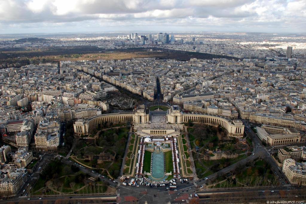 41. Ну и наконец, панорама северной части Парижа. Булонский лес — главный лесопарк Парижа (865 га).