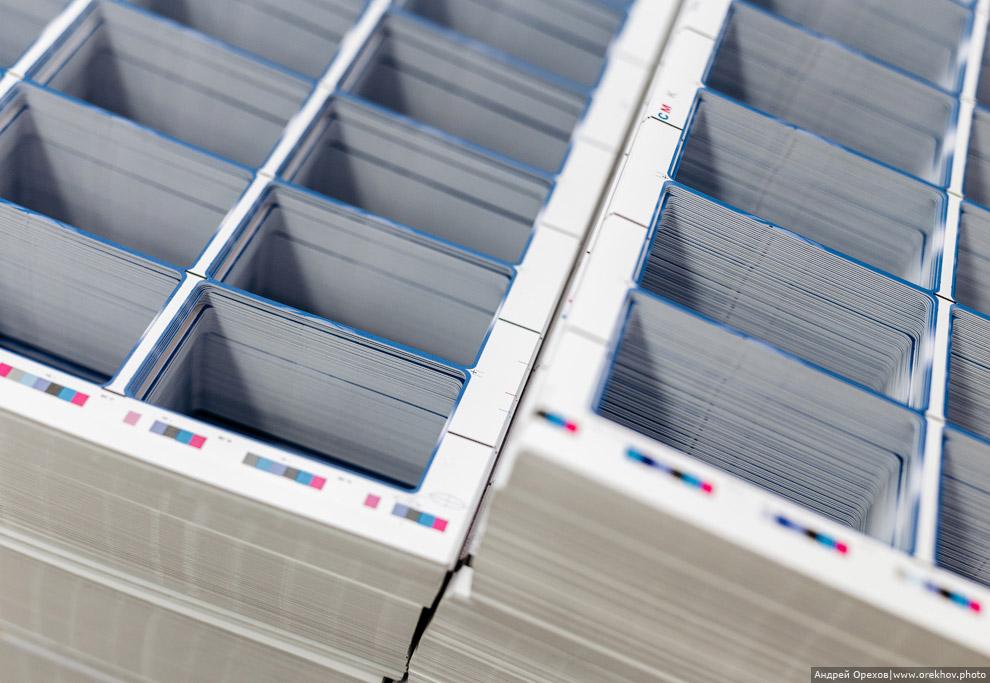 13. Готовые пластиковые карточки направляются на инспекционный участок. Некоторые виды карт на этом