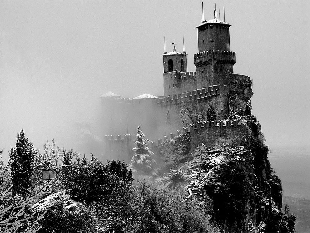 Сан-Марино — крошечное государство на скалах.