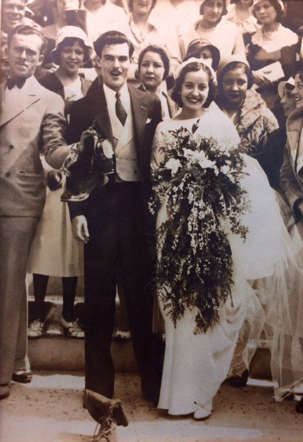 Свадьба Марии Терезы и Мануэля Морено в 1932 году.    Однако, когда уже дочь Аниты, Марта, собр