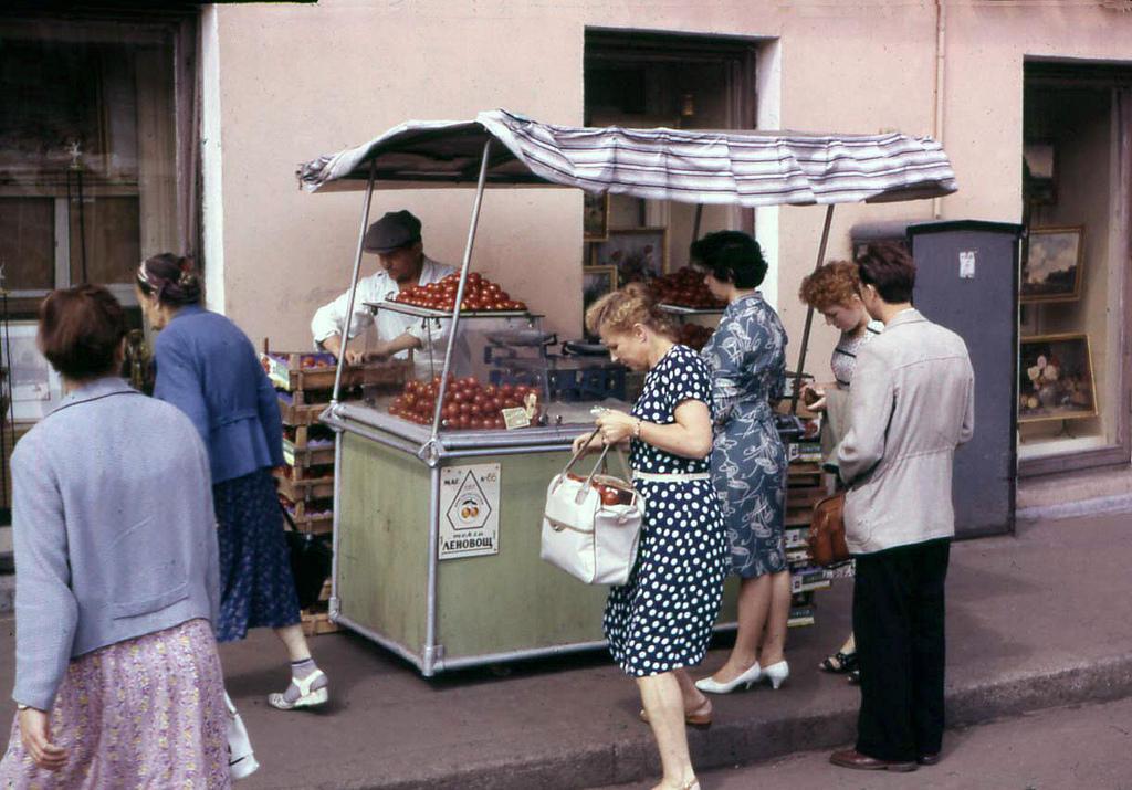 10. Вопреки моим ожиданиям, еду можно было купить довольно быстро и без огромных очередей.