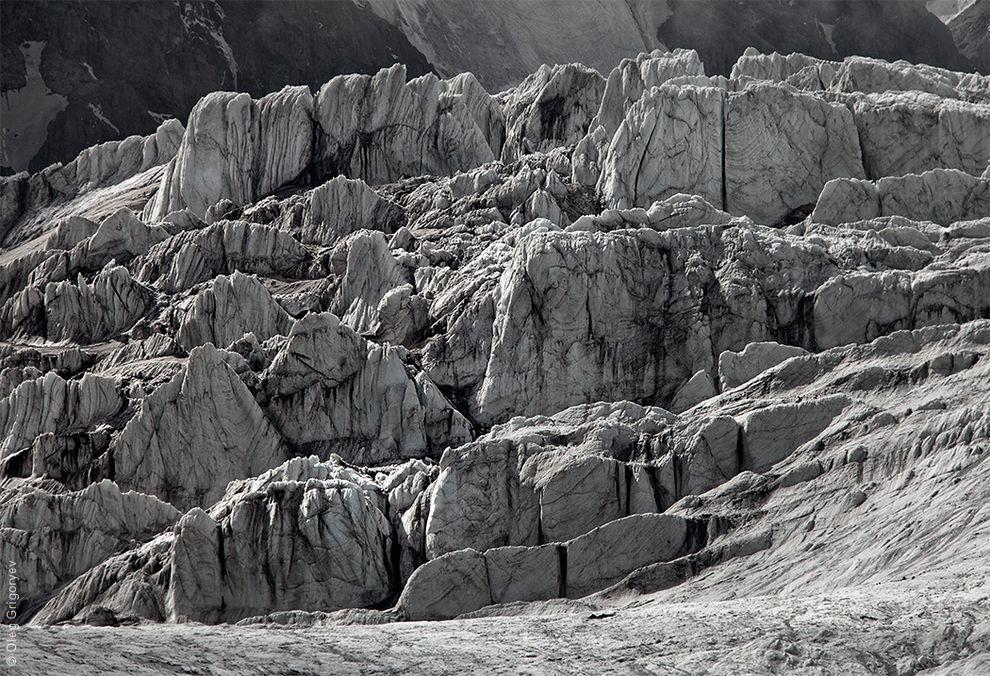 52. Ледник вздымается очень высоко — сложно оторвать взгляд. Страшно красиво.