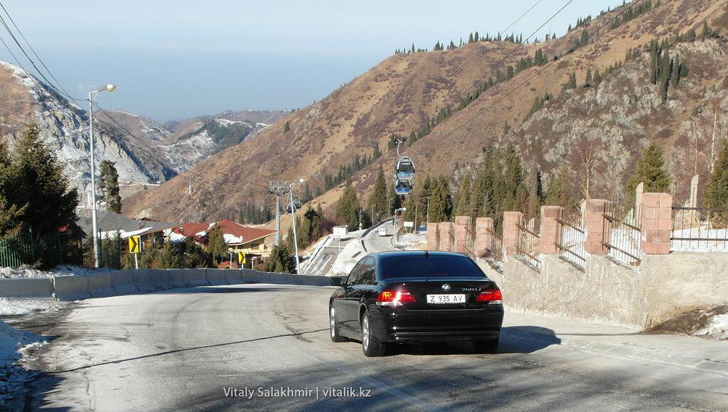 BMW 750 на Шымбулаке.