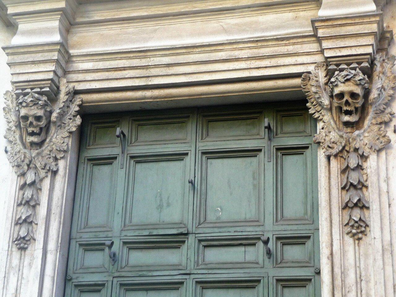 Via Giulia  - церковь «Молитвы и смерти».