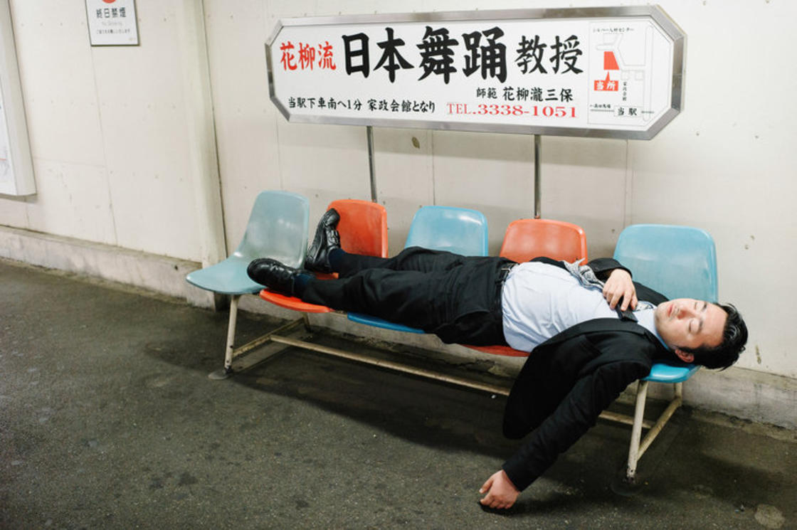 Drunk in Tokyo – Photographer documents the effects of alcohol in Japan (16 pics)