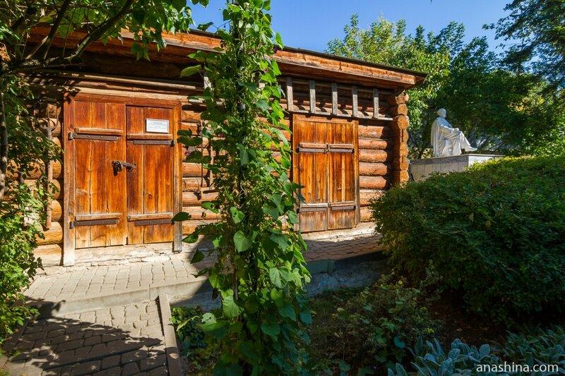 Сарай и памятник Циолковскому, дом-музей Циолковскому, Калуга
