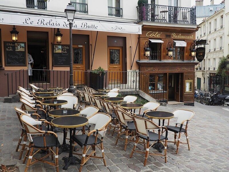 Париж (Paris). Cafe Le Relais de la Butte