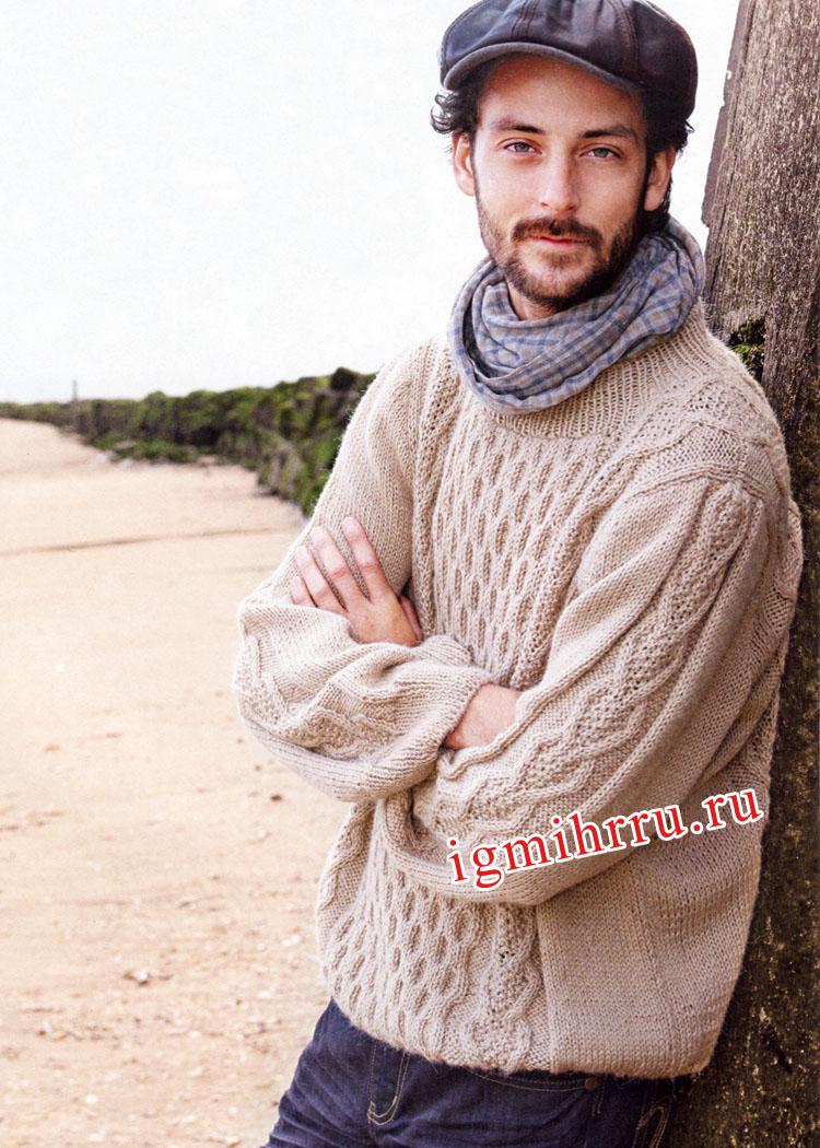 Мужской бежевый пуловер с косами и вафельным узором. Вязание спицами