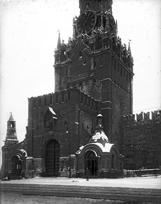 665664 Спасская башня с поврежденными курантами.jpg